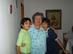 Mama , Leandro, Esteban