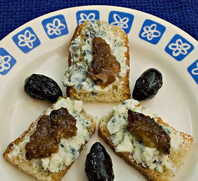 Crostini with Gorgonzola and Spiced Figs
