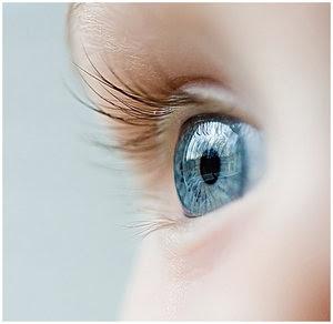 bebe-bleu-eyes