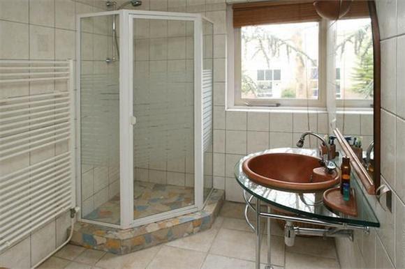 Zelf een badkamer maken openingspost for Badkamer zelf maken