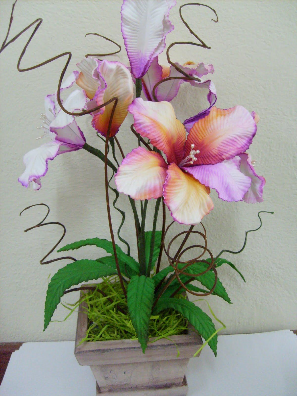 Garrafas com flores - Fotos de detalhes decorativos para a