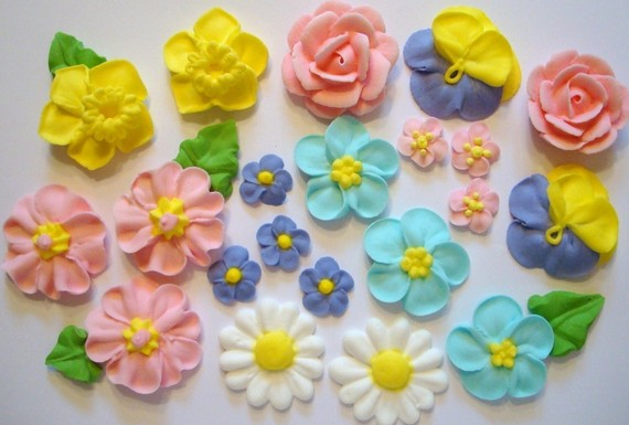 Decorative work: Sugar paste flowers for cake decoration