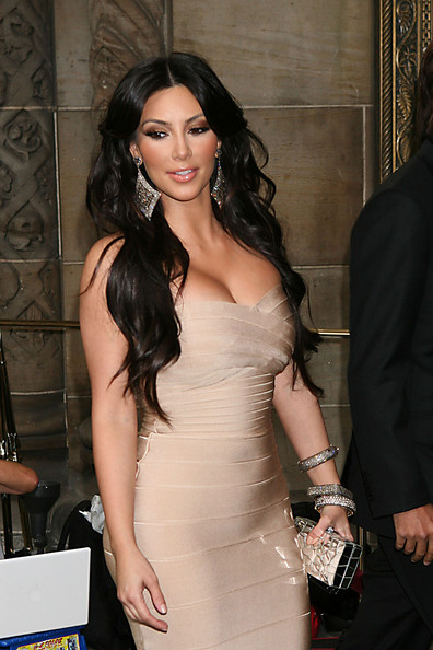 Kim Kardashian has uni-boob at LaLa Vasquez's wedding.