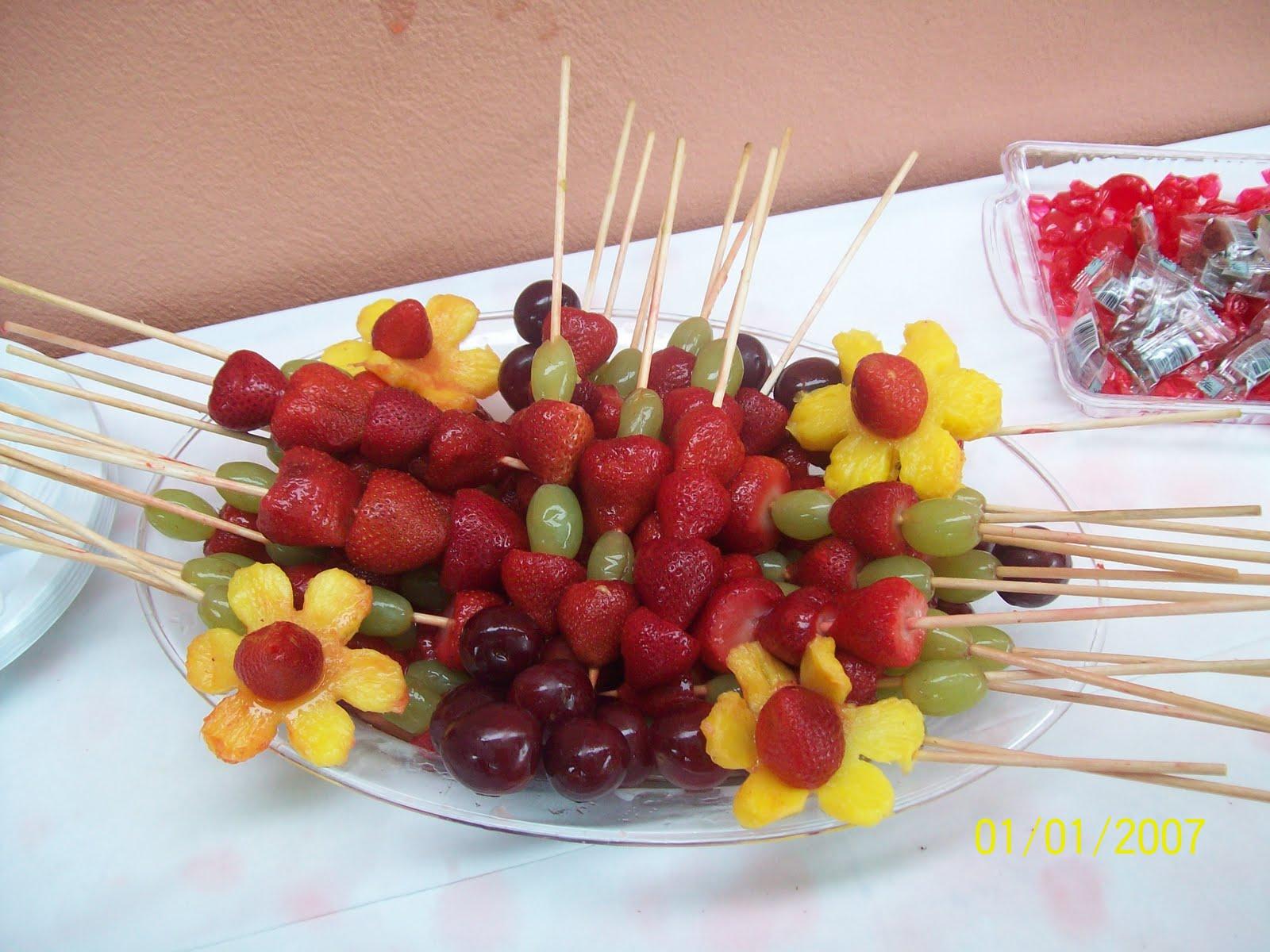 Arreglos con uvas for Centros de frutas