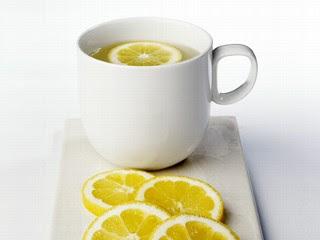 تعرفون شصير فيكم اذا شربتوا ماء الليمون؟ Lemon_water