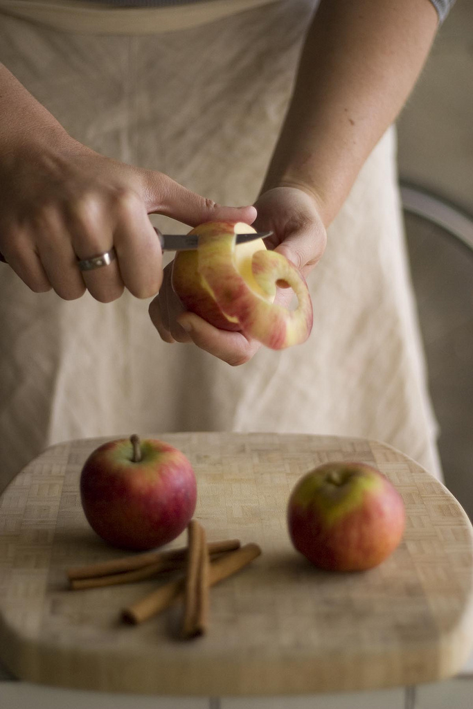 how to peel and cut an apple