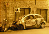 auto incendiate da piromane a Firenze
