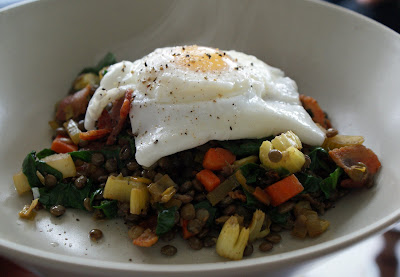 Poached+egg+on+warm+lentil+salad Poached Eggs Over Warm Lentil Salad with Bacon