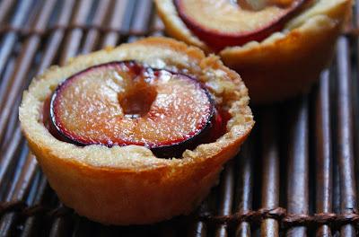 Plum+cakes+2 Peach & Rhubarb Big Crumb Crumble
