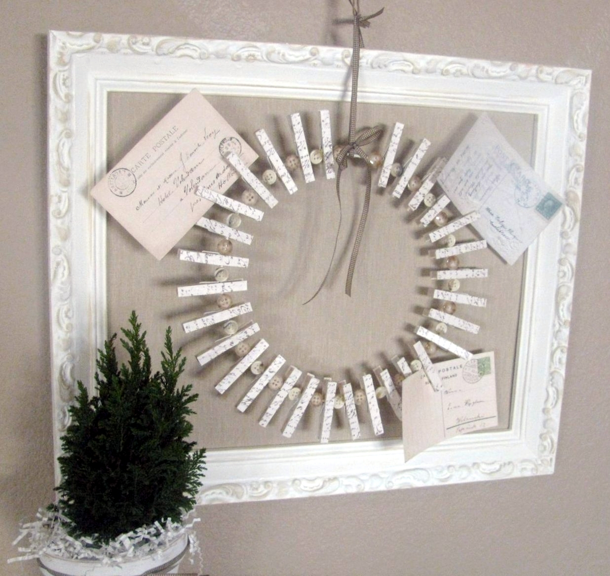 Christmas Card Holder Wreath | Fabulous ideas - all what WE like