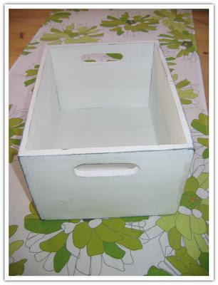 Vitmålad låda