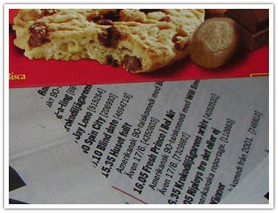 Kakpaket detalj, minitext som går att läsa