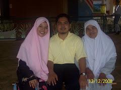 Gambar saya bersama isteri dan mak tercinta