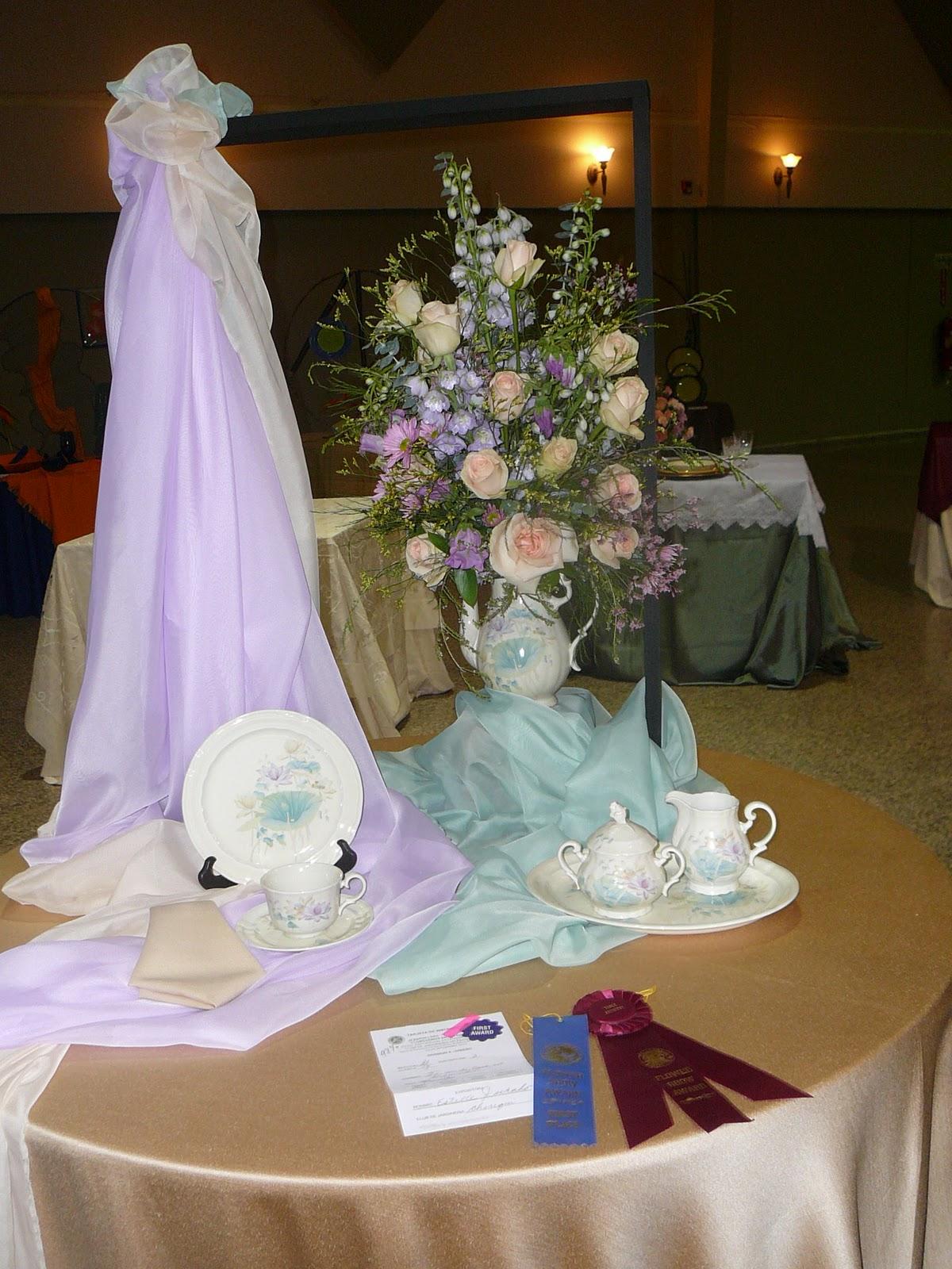 Arreglos florales creativos mesa de exhibici n t en la casa del gobernador - Arreglos florales creativos ...