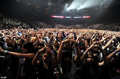 Justin Bieber Concerts  York on Justin Recovers From Illness To Film Energetic 3d Concert Movie In New