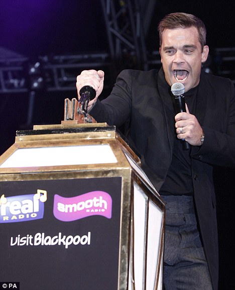 Robbie Williams throws the Switch at the 2010 Switch On Event