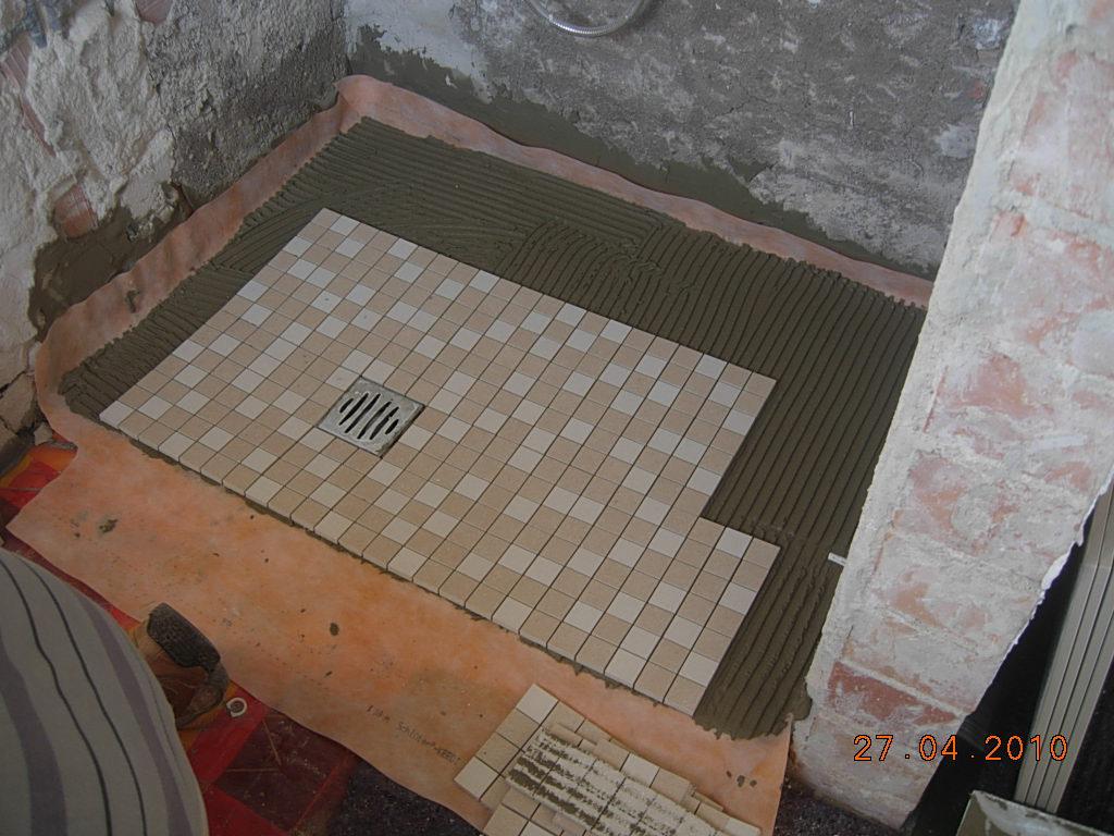 bao general de regadera de ducha de obracon acabado de azulejos en las paredes y gresite en bao general de regadera