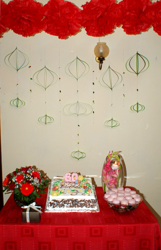 L Atelier: Red& Green birthday cake table decor