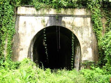 Terowongan Wilhelmina/Terowongan Sumber (1208 m)