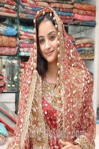 Pakistani wedding dresses come in different fabrics from cotton to silk