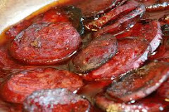 Chorizo whit red wine and caramelizaded onion
