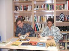 CELEDONIO GARCÍA Y JOSÉ ANTONIO ADELL EN LA BIBLIOTECA
