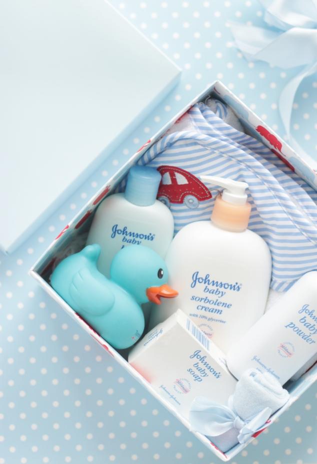 http://4.bp.blogspot.com/_OyxUHLD8DOg/TOCNjyqJkOI/AAAAAAAAAm8/Euiaa5Jiv0g/s1600/gift+box+open.jpg