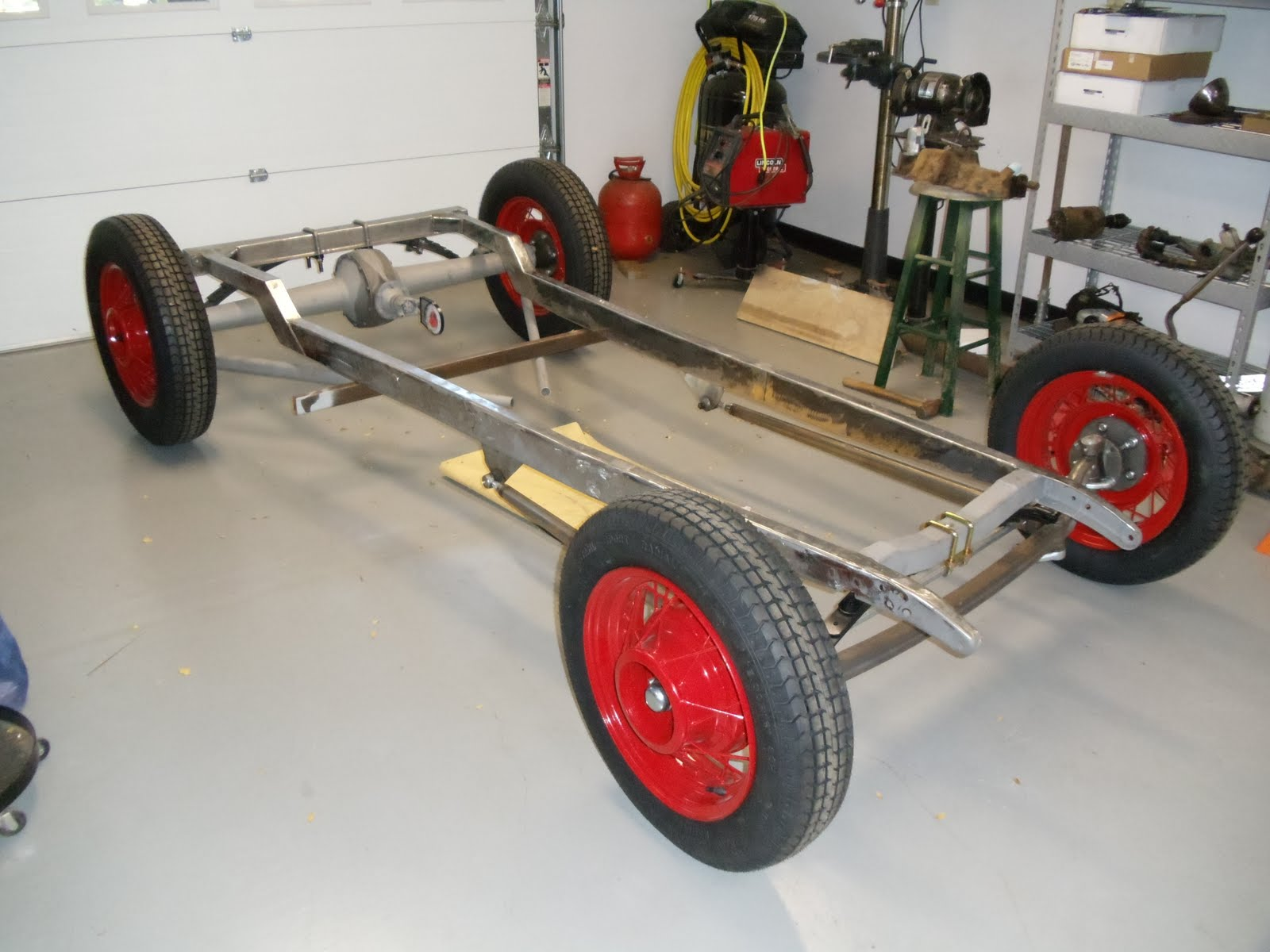 32 Ford Traditional Hot Rod: Ready for engine mounts