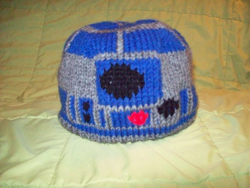 R2d2 Hat Knitting Pattern : Blossoms and Blessings: R2D2 Hat