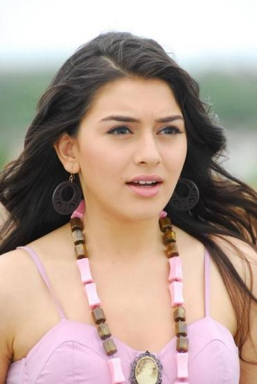 SAAM: Cute Telugu teen actress Hansika Motwani stills