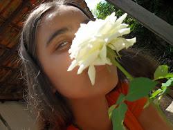 """""""A Rosa oferece perfume,sobre as garras dos espinhos!!!"""