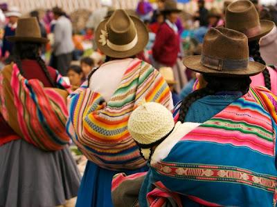 http://4.bp.blogspot.com/_P3gqcL2Brb0/TNoYfbL6YEI/AAAAAAAACmk/EA29LwRlwsc/s1600/Chinchero%2BMarket.jpg
