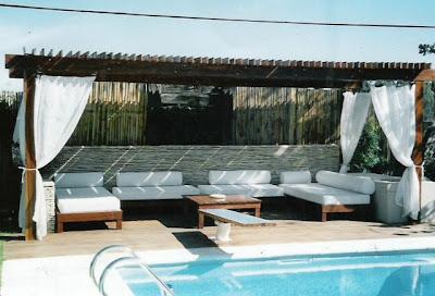 Pon linda tu casa decoraci n de exteriores - Pergolas de troncos ...