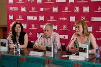 En la presentación del libro `Espejos en la niebla´, (izda-dcha) Milagros López, Adolfo Bellido y Begoña Gutiérrez San Miguel