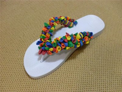 ZAPATILLAS DECORADAS CON GLOBOS