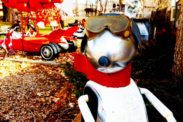 A Snoopy aviator statue made out of metal in Fort Collins, Colorado.