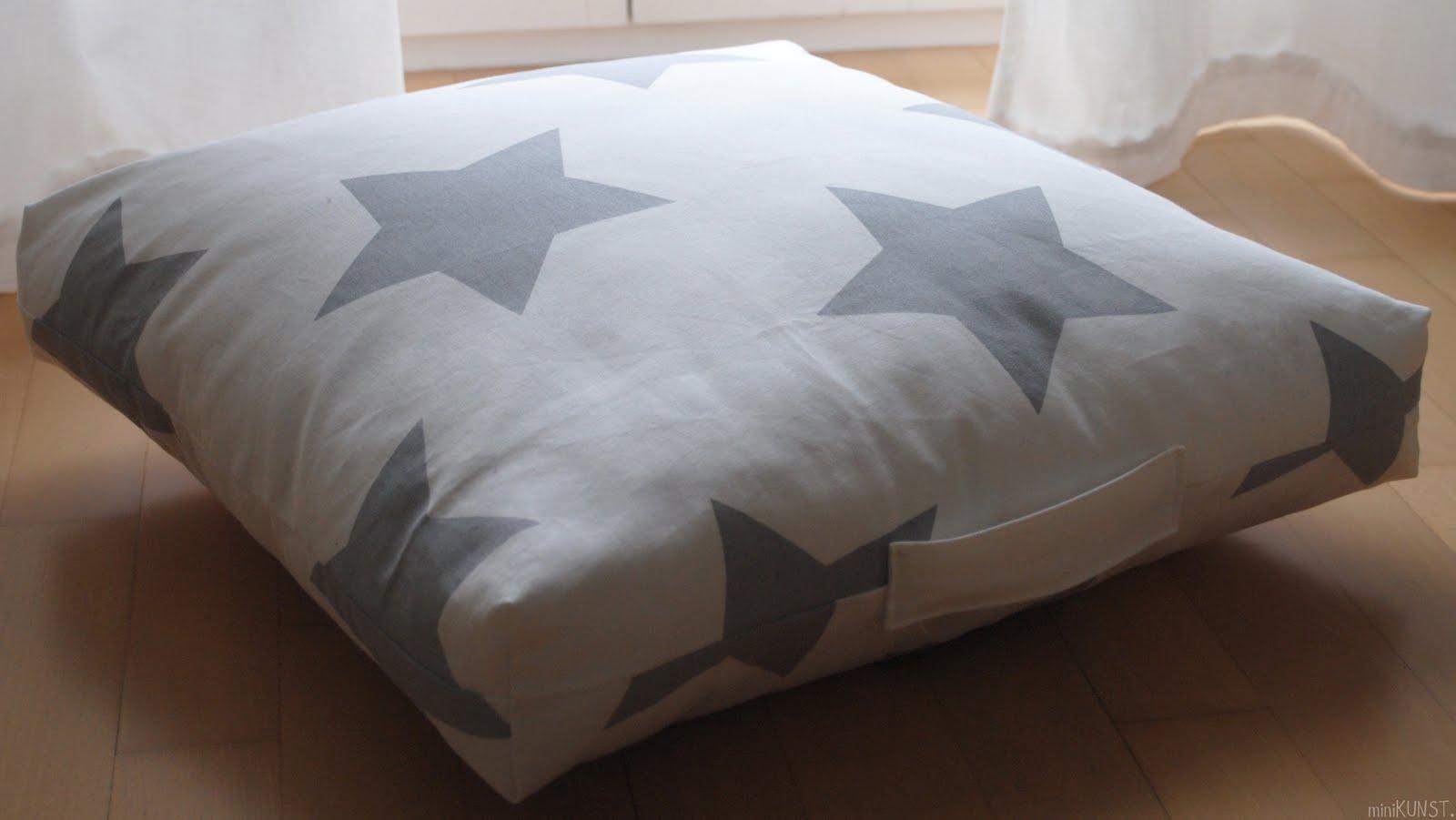 minikunst it 39 s time so say. Black Bedroom Furniture Sets. Home Design Ideas