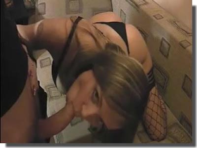 download Vídeo Caseiro  Gatinha metendo com o namorado no sofa