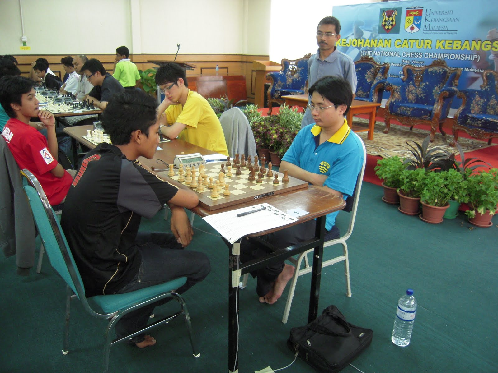 Tan Khai Boon vs M Nabil Azman Hisham on first board, round 8, MNCC 2010!