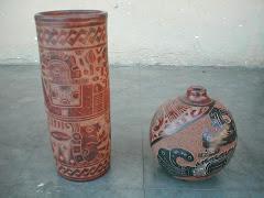 Vaso Maya Grande y Vasija de Cuello Reducido Pequeña
