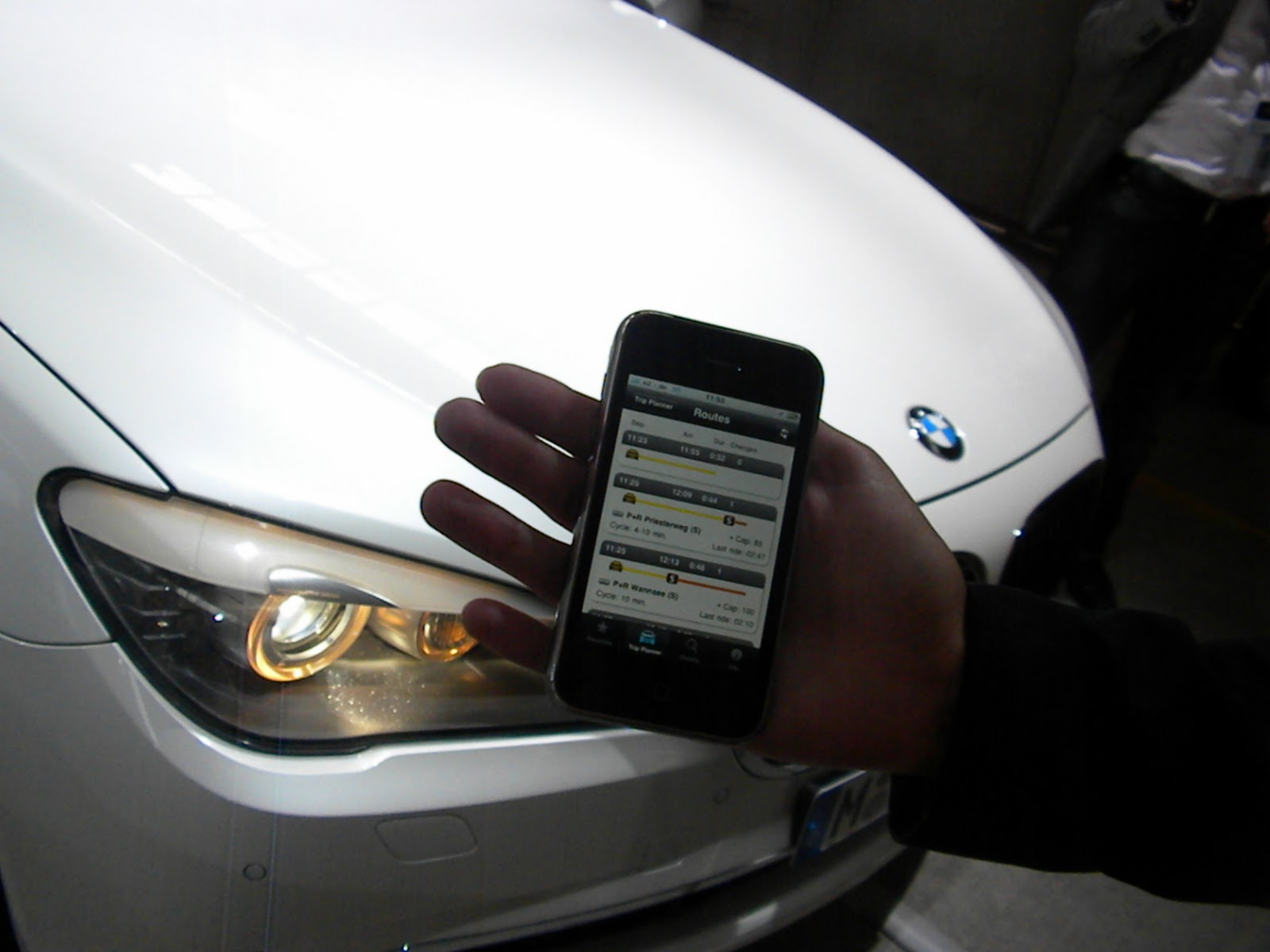 Voiture communicante my bmw remote une application for Application iphone pour ouvrir porte garage
