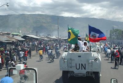 http://4.bp.blogspot.com/_PO0GvuXtKgY/S1rryY0K_hI/AAAAAAAAAZA/XY0Lp9d2RzU/s320/brasil+haiti.jpg