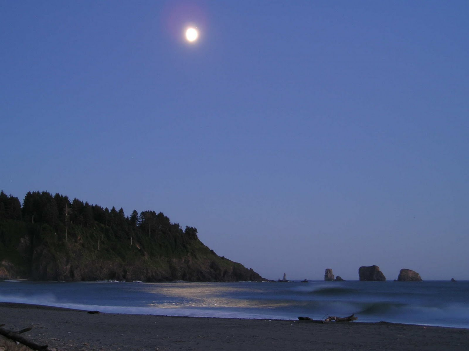 [moon-on-the-beach.jpg]