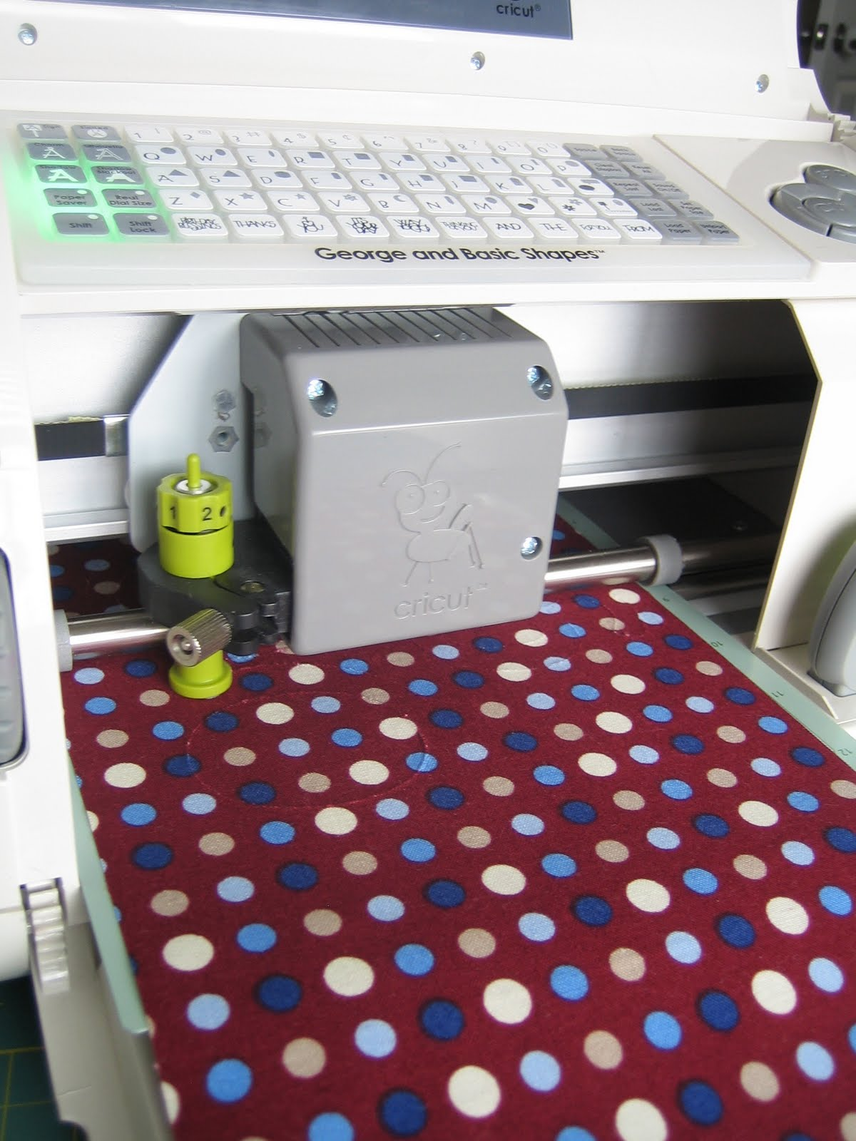 how to cut fabric cricut