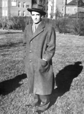 Ciro Alegria en 1939, en el sanatorio de San José de Maipo, donde ...