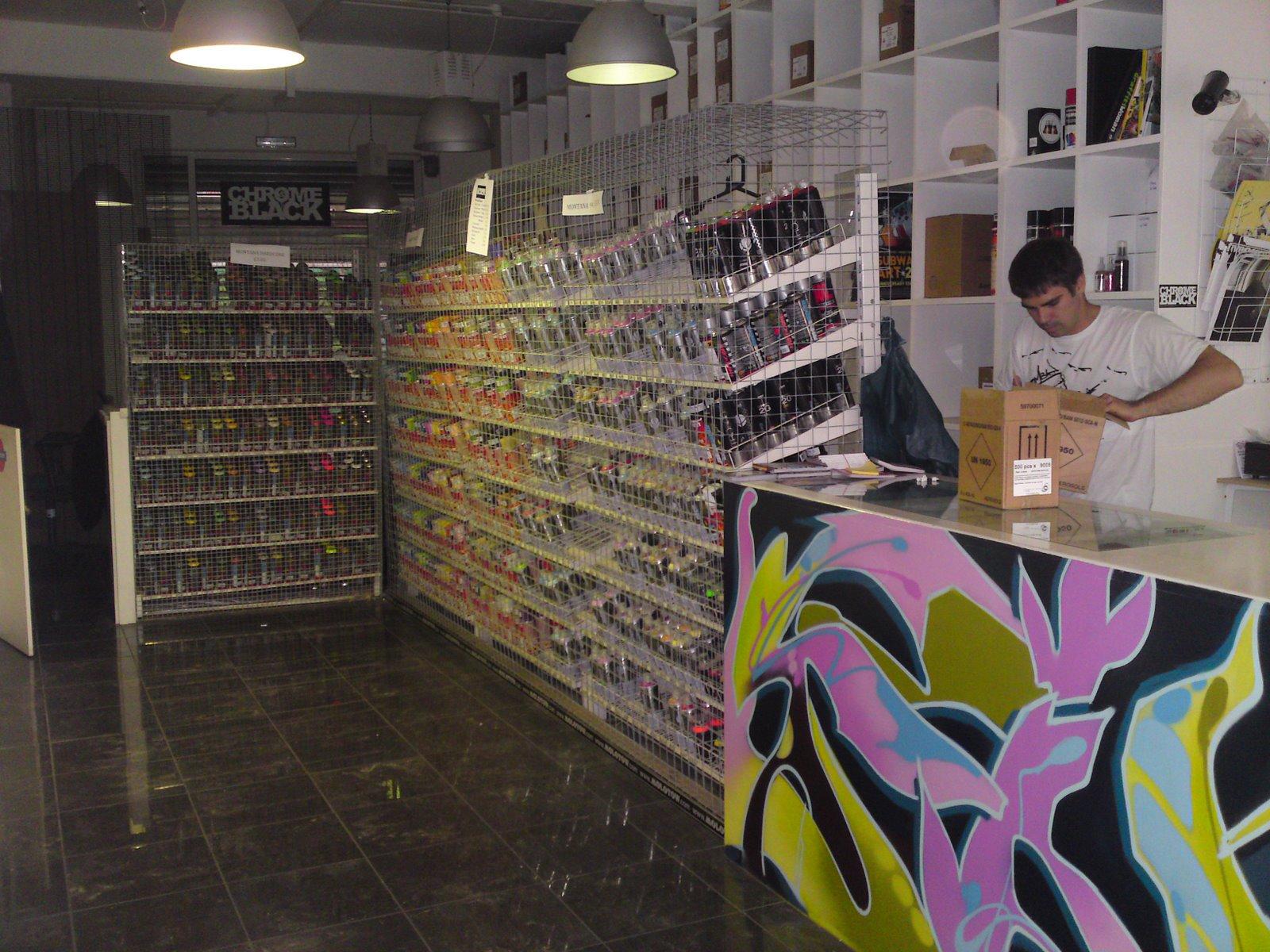 Chrome & Black Graffiti Store | Hookedblog — UK Street Art