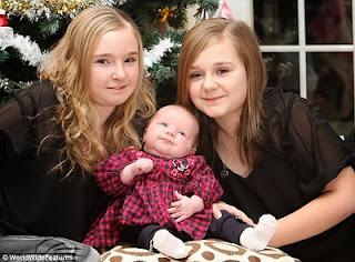 kembar 3 beda usia 11 tahun
