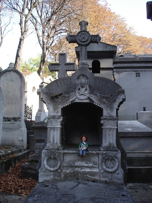 [blog_paris_photo_graveyard2.jpg]