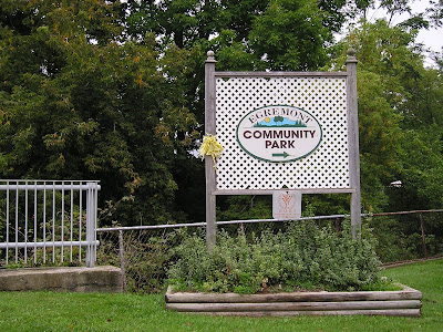 Holstein Farmers Market Park Entry