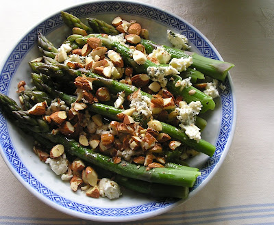 Asparagus with Nuts & Blue Cheese